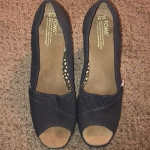 Classic Canvas TOMS wedges size 10